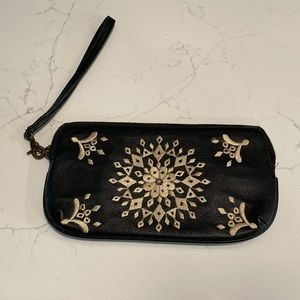 💐Lucky Brand Embroidered Leather Wristlet Bag